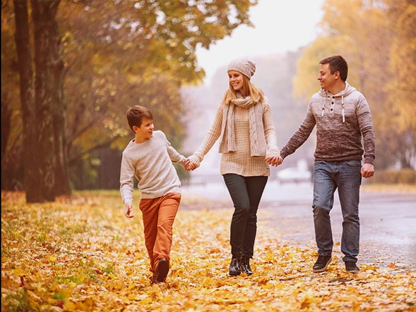 осенняя фотосессия семейная в парке
