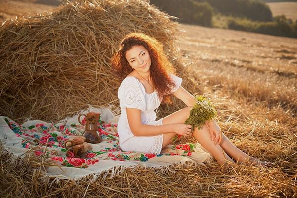 Идеи осенней фотосессии на природе для девушки фото