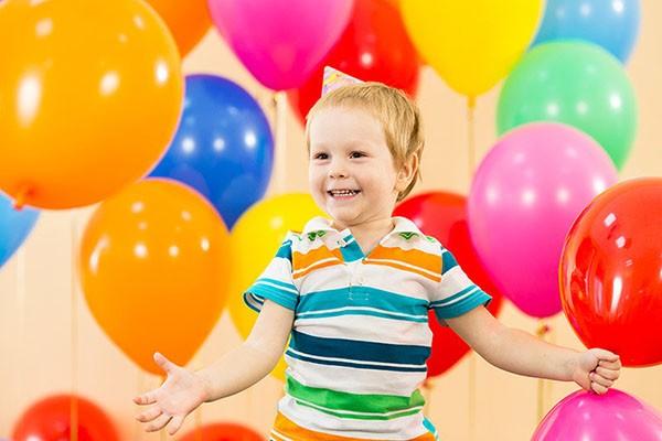 мальчик в воздушных шарах