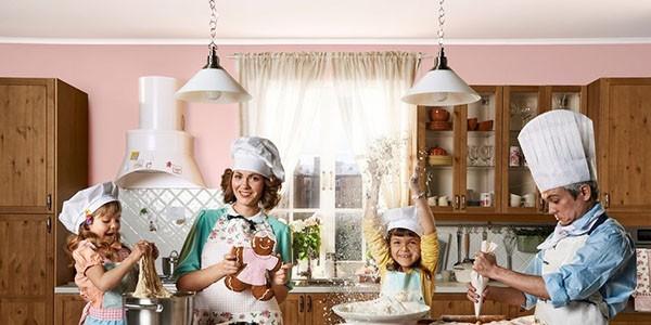 Домашняя фотосессия с ребенком на кухне